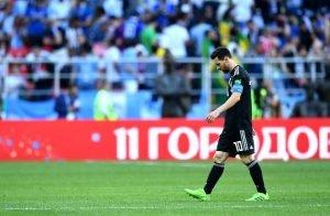 03ef146086 Messi falha penalti e Argentina escorrega na estreia