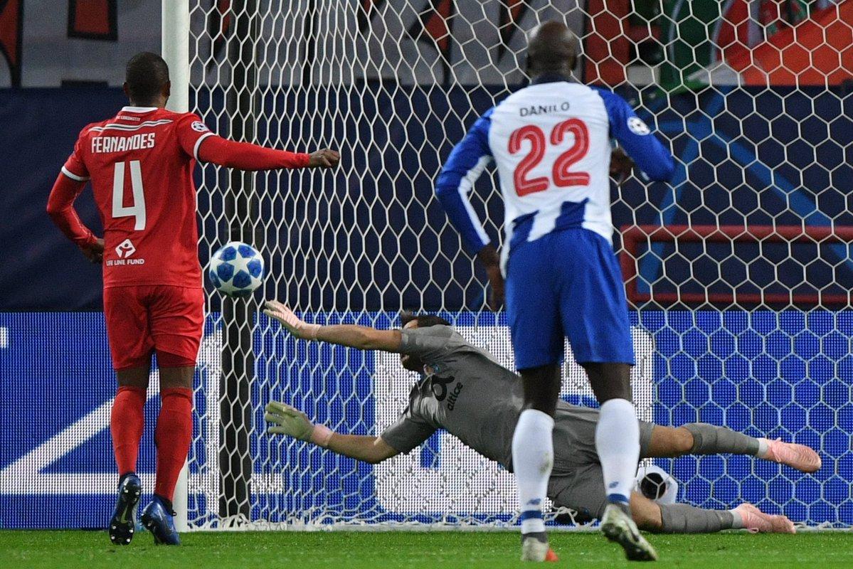 Éder e Manuel Fernandes dão uma  ajudinha  e FC Porto está praticamente nos  oitavos fa0d6658a746