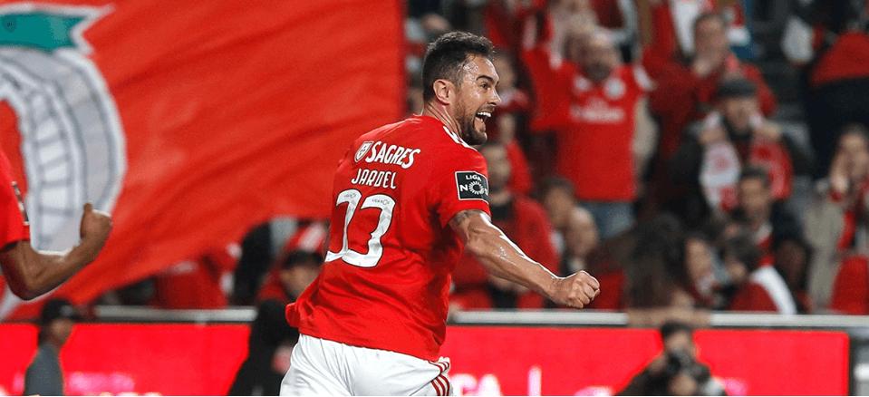 3f74a229ec Alguém falou em crise  Benfica esmaga SC Braga