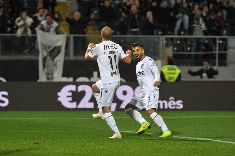 34a49b7658 Sporting cai em Guimarães e é ultrapassado pelo Benfica